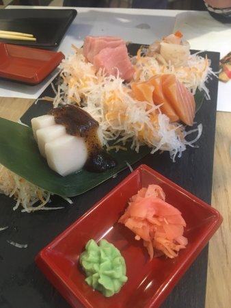 Sashimi, servido con salsa de trufa