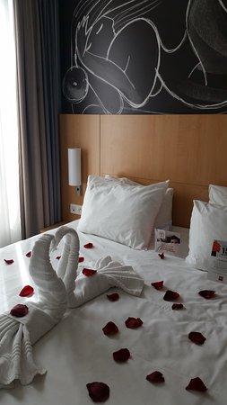 Notre chambre décorée par l\'équipe de l\'hôtel pour nos 6 ans de ...
