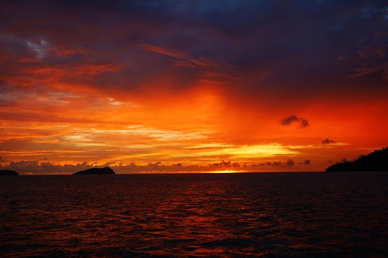 Amazing Borneo Tours: Sunset view from the cruise