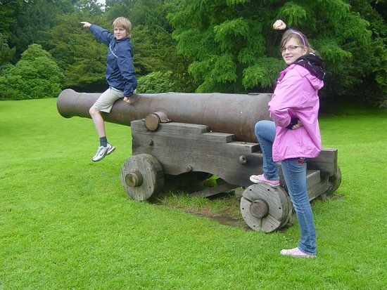 Chillingham Castle: Great pieces of history, not the kids!