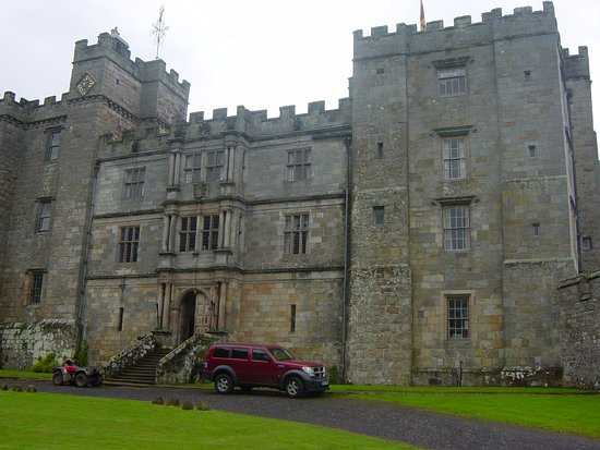 Chillingham Castle: Exterior shot.