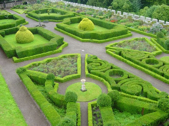 Chillingham Castle: Beautiful gardens.