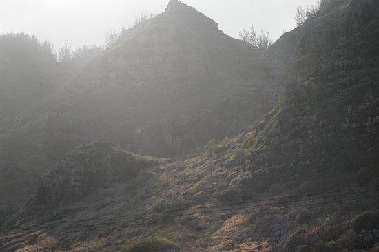 Ka'ena Point State Park: Waianae Range