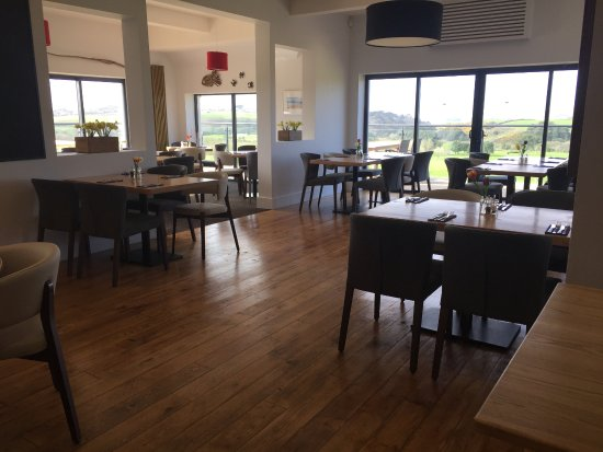 St Minver, UK: Restaurant with views