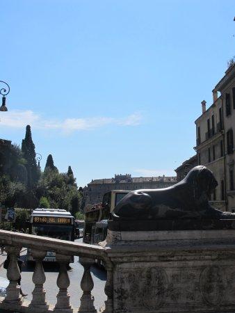 Fontana Dei Leoni Egizi