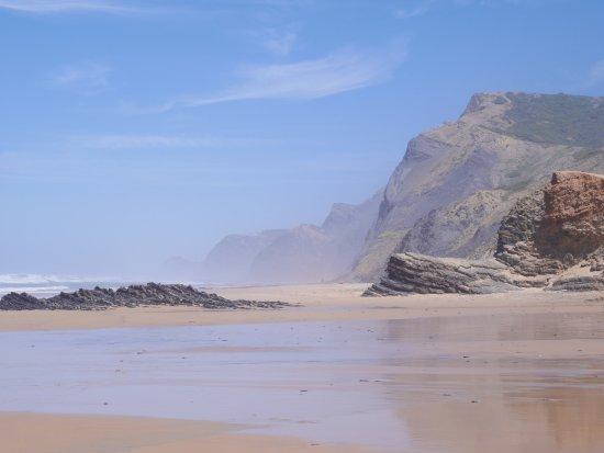 Pensao das Dunas: Nearby beach - walking distance