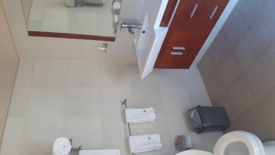 Metropole Hotel Kampala: 20170402_152454_large.jpg
