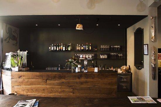 Bancone bar foto di dalla marina e il monti viadana tripadvisor - Bancone bar casa ...