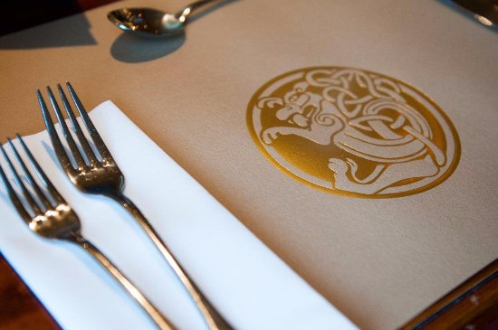 Magor, UK: Clean and formal dining experience...