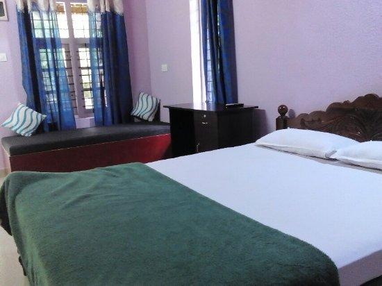Summer Villa Homestay Wayanad: Double bedroom standard villa