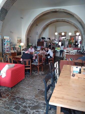 Pois Cafe: Funky decor