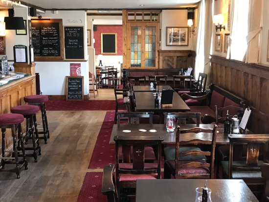 Cuckfield, UK: Front Bar and dining