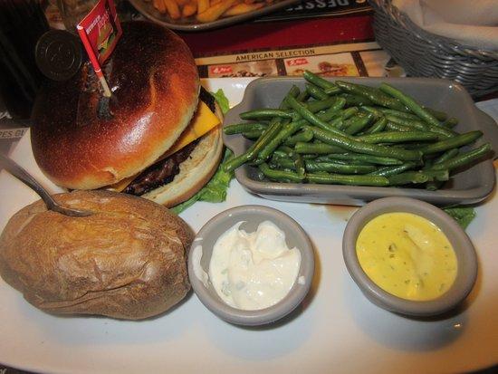 Les Mureaux, Frankreich: hamburger sauce poivre vert