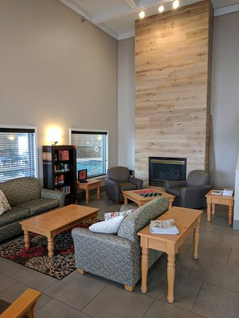 Buffalo, MN: Newly remodeled lobby