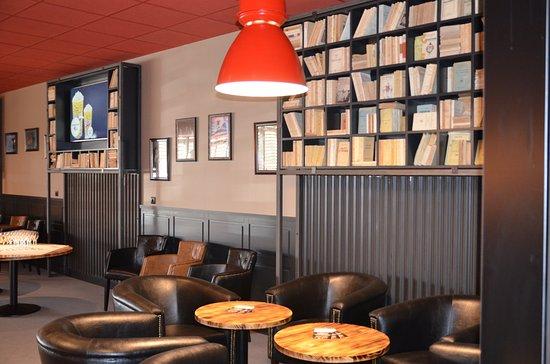 Noyon, Prancis: Un bar lounge, chic et cosy