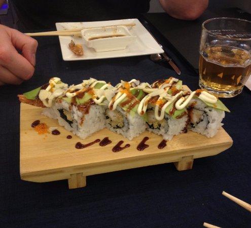Sushi,One uramaki drago roll