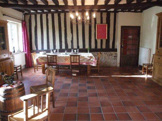 Saint-Ouen-du-Mesnil-Oger, Frankrike: La salle de réception de notre Pressoir Pas Pressé dans laquelle nous servons les petits déjeune