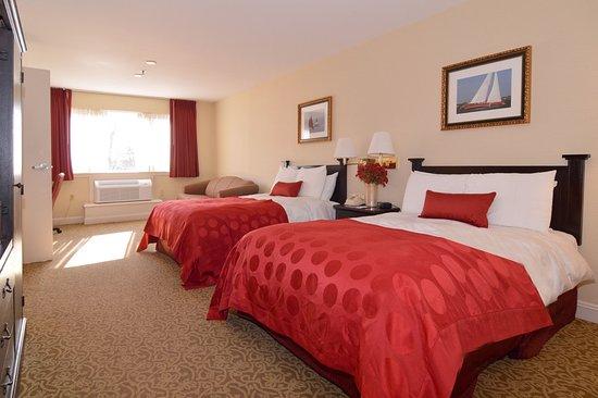 Seekonk, MA: Deluxe 3 bed suite
