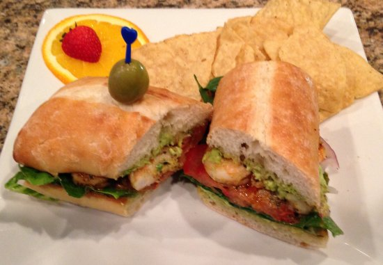 Linwood, Нью-Джерси: The sauted shrimp sandwich with lettuce, tomato, avocado spread toasted baguette
