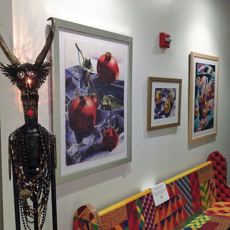 Charleston, WV: The gallery offers a wide selection of fine art and functional art for different tastes.