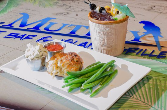 Glen Burnie, MD: Jumbo Lump Crab Cake with Steamed Green Beans