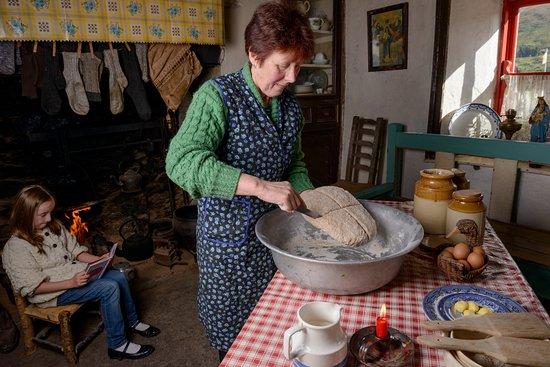 Κενμάρε, Ιρλανδία: Bread Making at Molly Gallivans