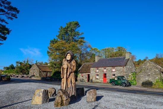 Κενμάρε, Ιρλανδία: The Druid outside Molly Gallivans