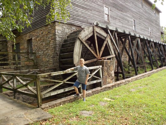 Point Lookout, Missouri: College of the Ozarks, Edwards Mill facility is incredible !
