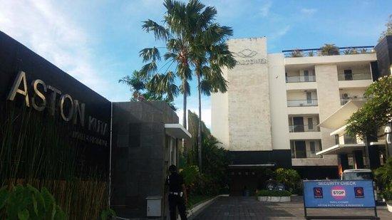 Aston Kuta Hotel & Residence: The Entrance of Hotel Aston Kuta