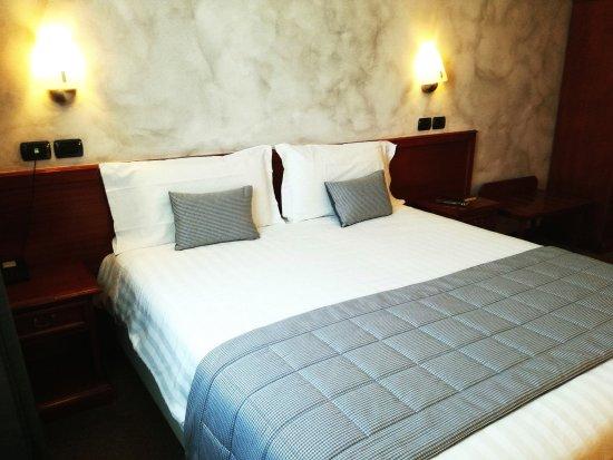 Hotel Medea: CAMERA TRIPLA, LETTO MATRIMONIALE