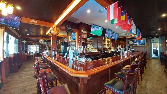 Atlantic Beach, Φλόριντα: Open Early for All English Premier League Games