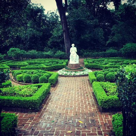 Beautiful Gardens! Worth a visit. - Picture of Bayou Bend Collection ...