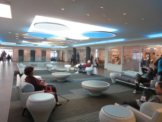 Novotel Dinard: Hall d'accueil