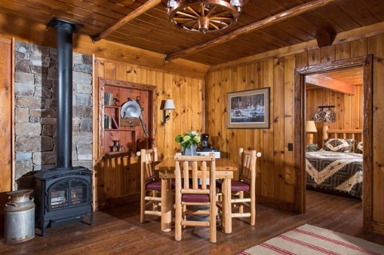 Averill's Flathead Lake Lodge: Cabin