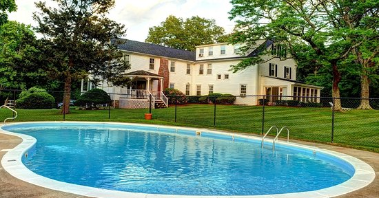 Seekonk, MA: Historic Jacob Hill Inn pool and grounds