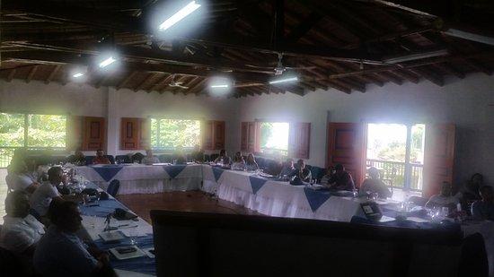 Bosques Del Saman - Alcala: Salon de reuniones en lo alto de una ligera colina, hermoso sin ruidos de ciudad, comida delicio