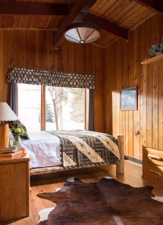 Averill's Flathead Lake Lodge: Cabin Bedroom