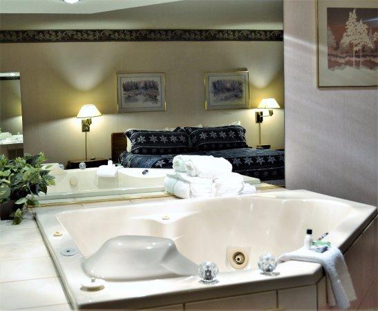 Hurley, WI: Romantic Jacuzzi Suite