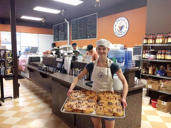 Peace River, Canadá: Jessie gets up at 3:30am on Sat to make sure the Cinn Buns are fresh!