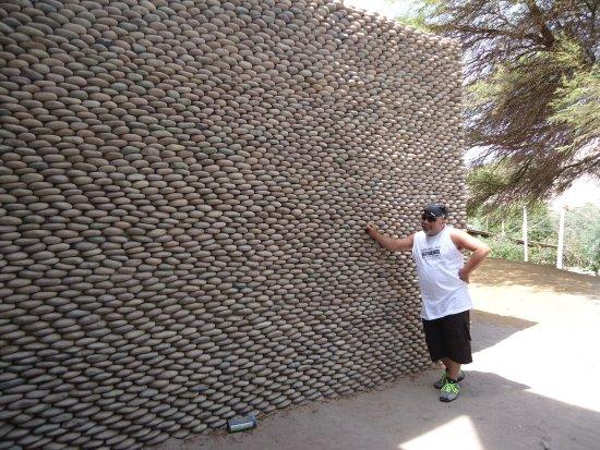 museo san miguel de azapa pared de piedra exterior
