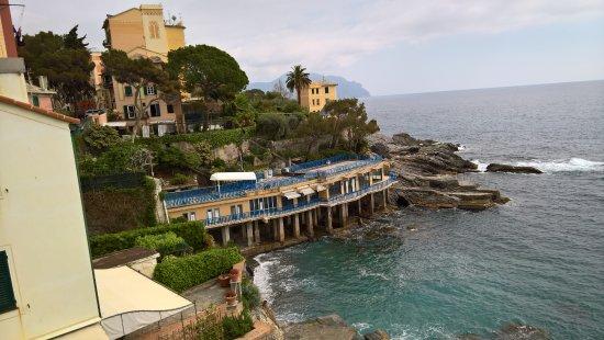 Bogliasco, Italy: Sullo sfondo il monte di Portofino
