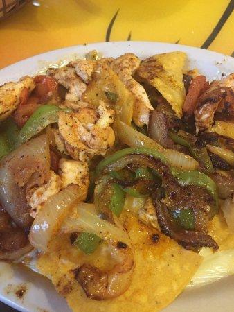 Russellville, KY: Chicken Fajita Nachos hit the spot!!! Perfect lunch time companion.
