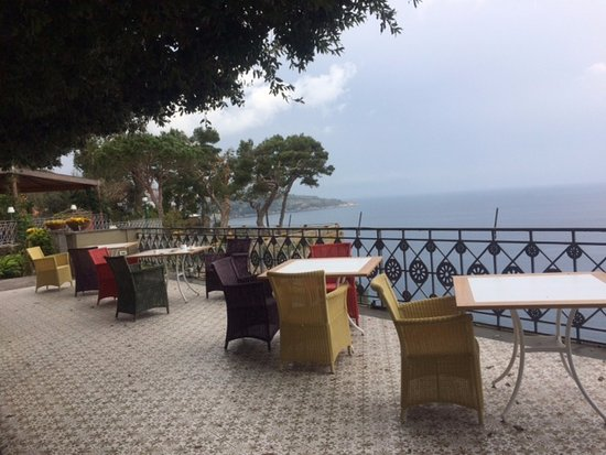 Grand Hotel Ambasciatori: Maximized views of the Bay of Naples and Mt. Vesuvius