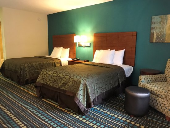 Best Western Tallahassee-Downtown Inn & Suites : ROOM WITH TWO DOUBLE BEDS