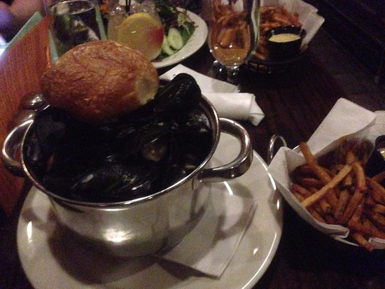 Monk's Cafe: Red Light Mussels