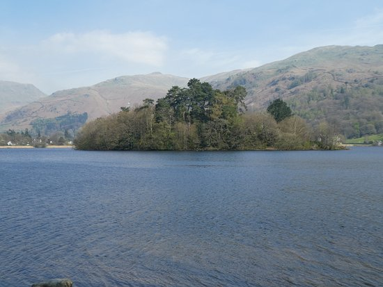 How Foot Lodge: View across the lake