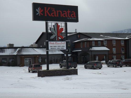The Kanata Inns Invermere: Outside photo of Renovated Kanata