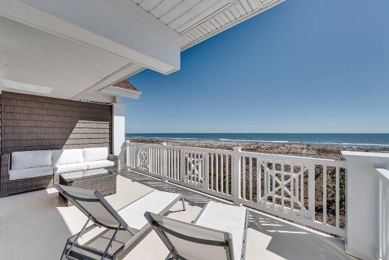 Icona Avalon East Luxury Oceanfront King Poolside Balcony
