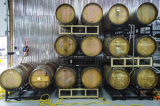 Cedar City, UT: Ask for a tour to see the barrels on bottling area in the back