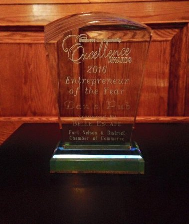 Fort Nelson, Canadá: Thank you for nominating Dan's Pub for Entrepreneur of the Year. We are honoured to be this year